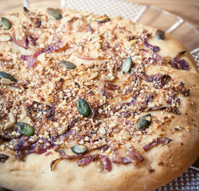 Focaccia aux oignons rouges végane recette facile cuisine végane pour débutant recette vegan facile